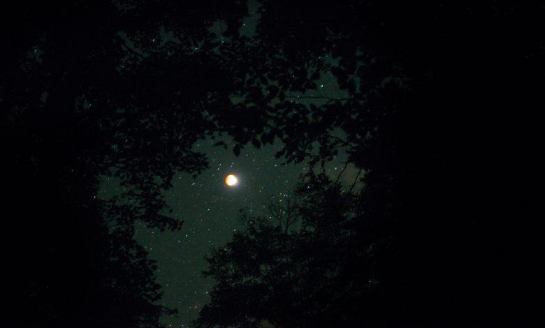 کشف یک دنباله بلند برای ماه از جنس سدیم