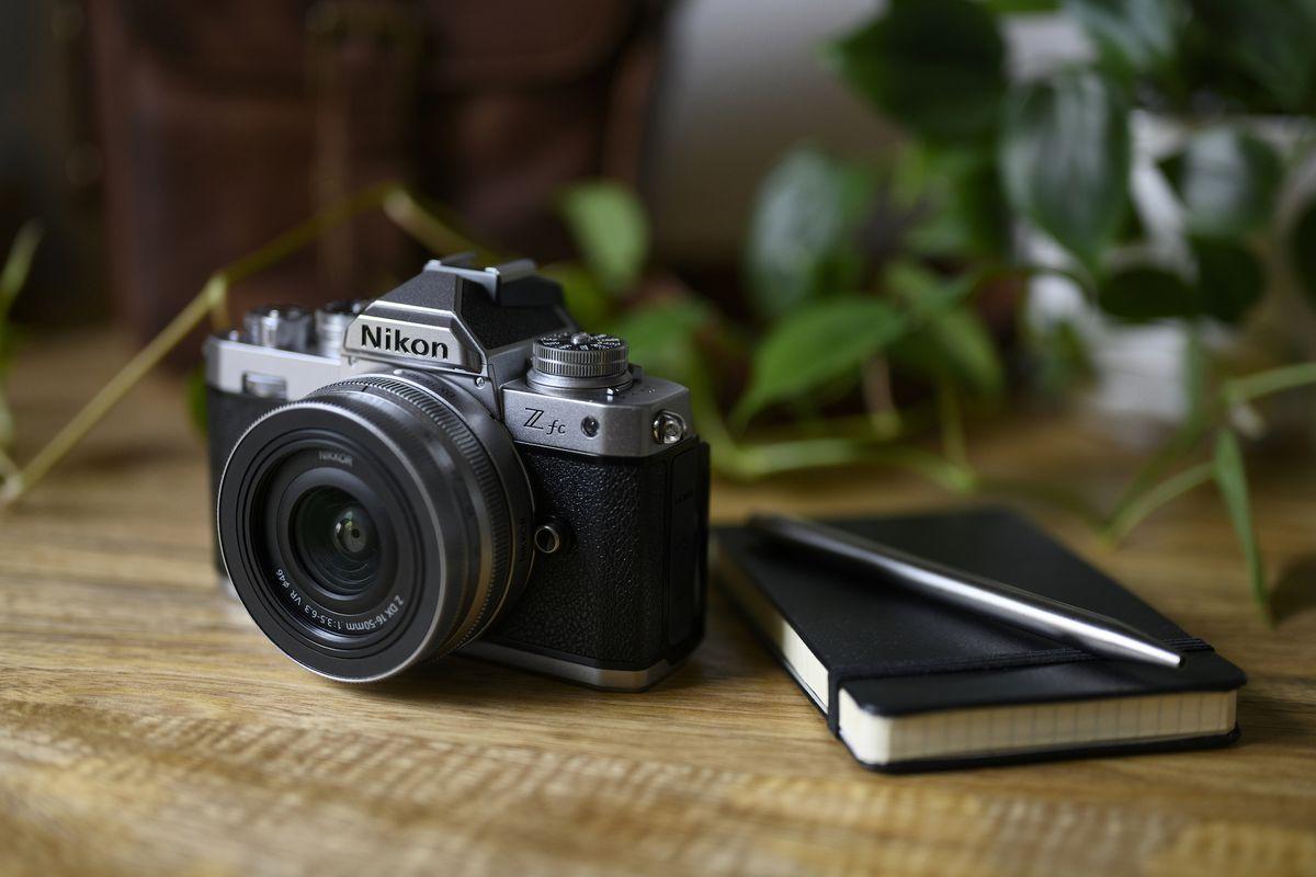 نیکون Z FC معرفی شد: دوربینی بدون آینه و مدرن با ظاهر کلاسیک