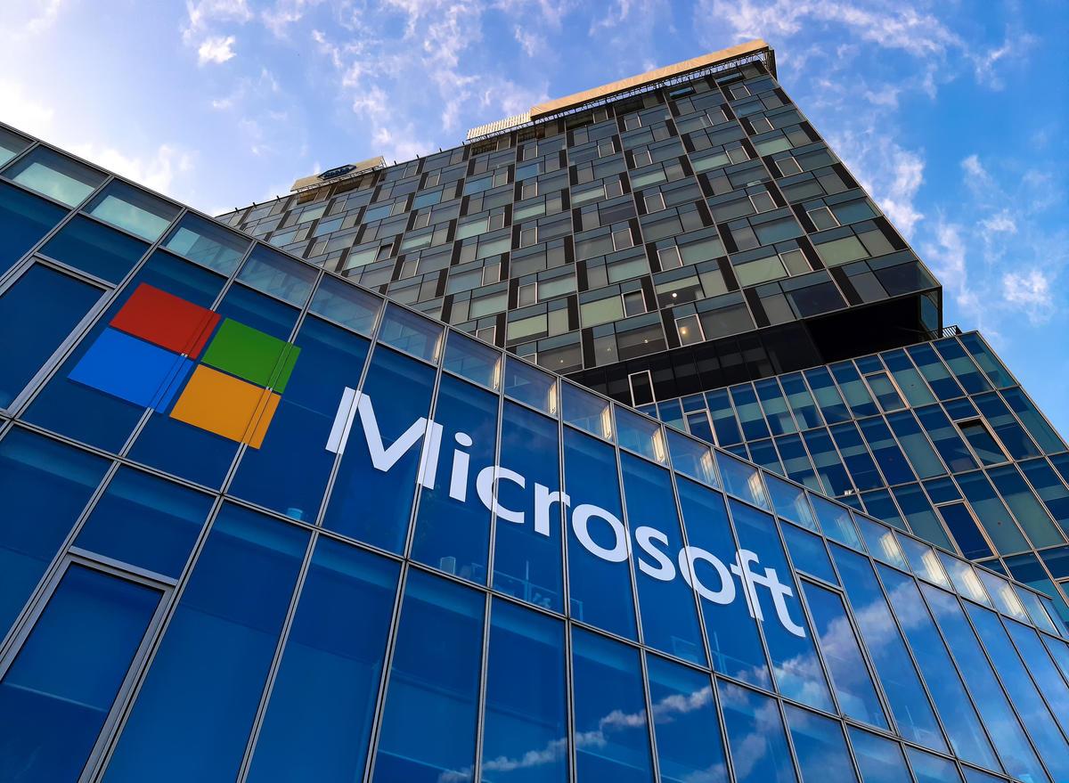 مایکروسافت به کارمندان خود ۱۵۰۰ دلار پاداش همراهی در شرایط سخت کرونا میدهد
