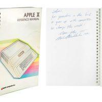 فروش دفترچه راهنمای کامپیوتر اپل ۲ با امضای استیو جابز به قیمت ۷۸۷ هزار دلار